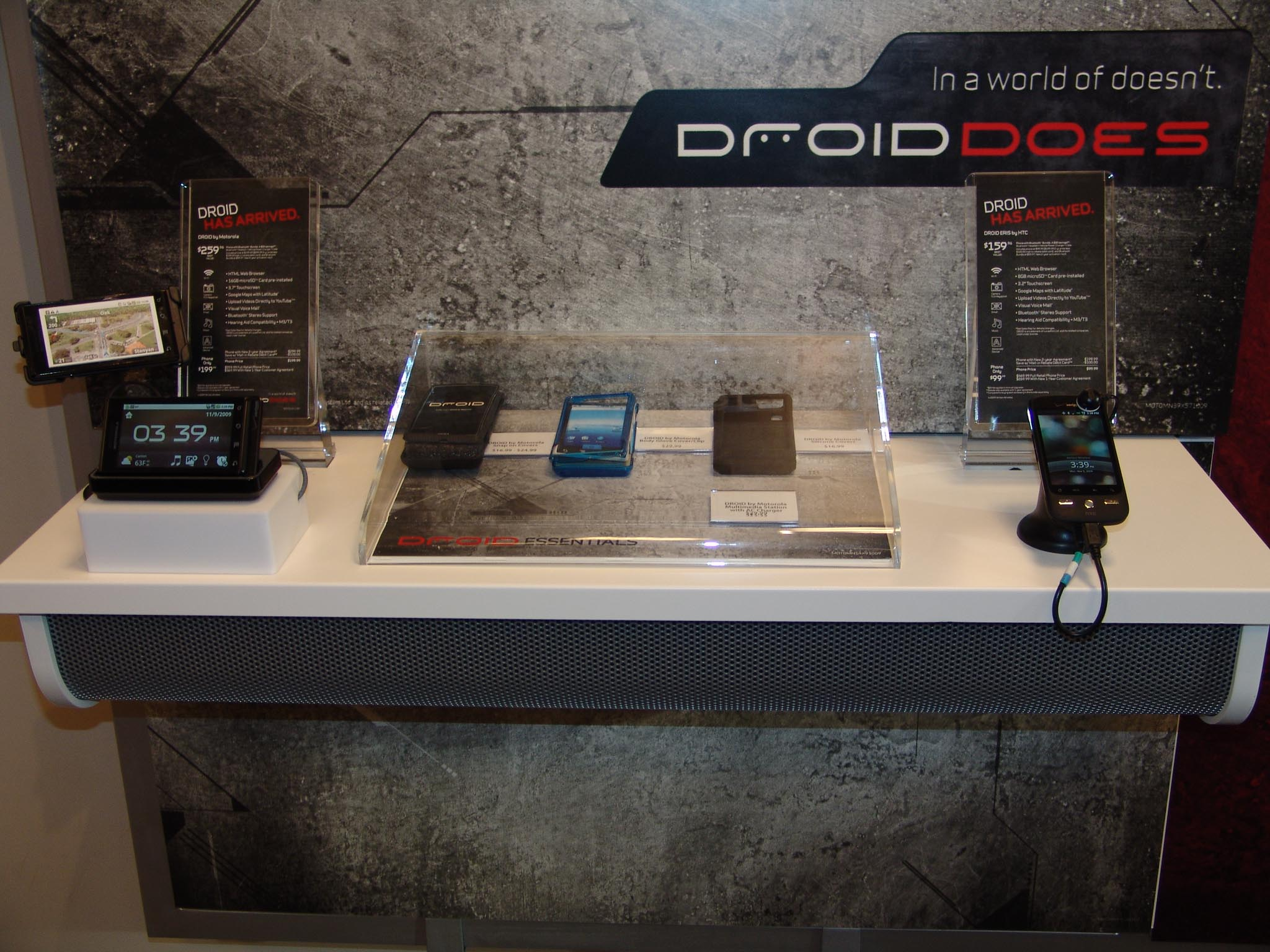 phone store display