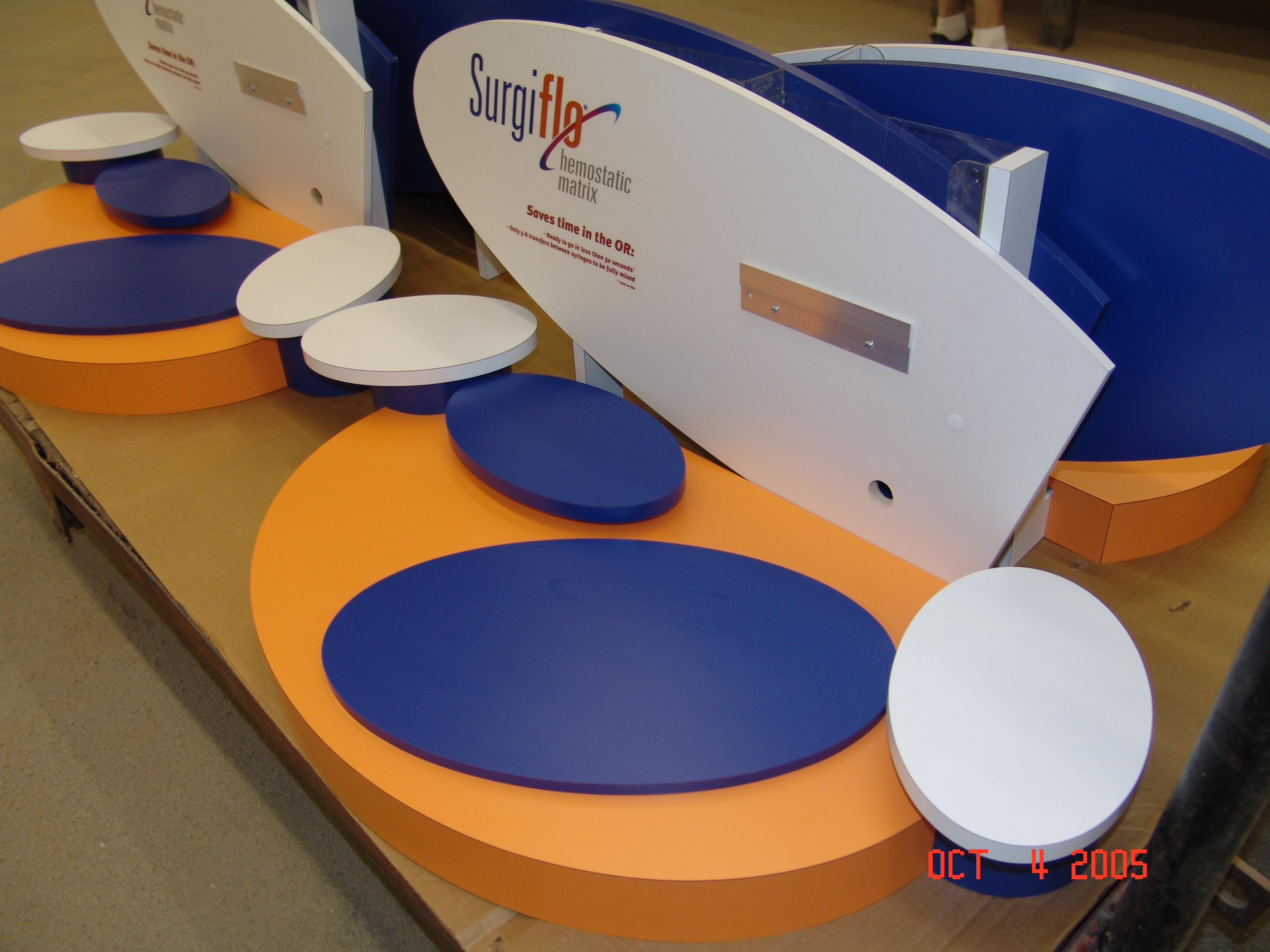 Trade show counter display, counter display, display riser
